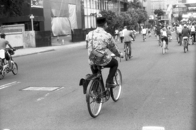 guru-naik-sepeda.jpg