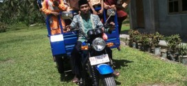 Inspiratif, Mengapa Kepala Sekolah Ini Rela Antar-Jemput Siswanya dengan Motor?