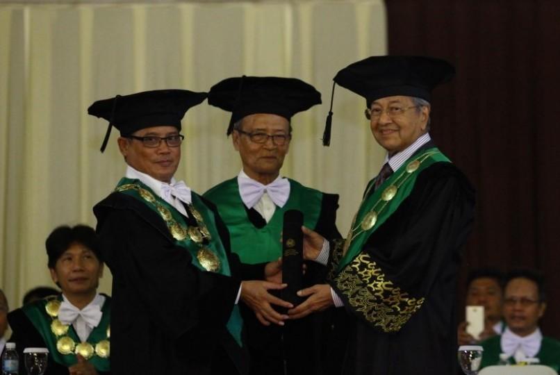 rektor-universitas-muhammadiyah-yogyakarta-umy-prof-dr-bambang-cipto-_160317175807-628.jpg