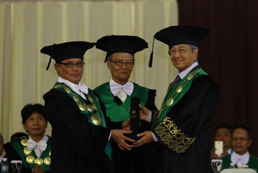 rektor-universitas-muhammadiyah-yogyakarta-umy-prof-dr-bambang-cipto-_160317175807-628