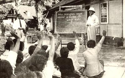 gambar soekarno mengajar