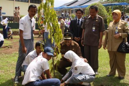 Membangun Sekolah Berbudaya Lingkungan